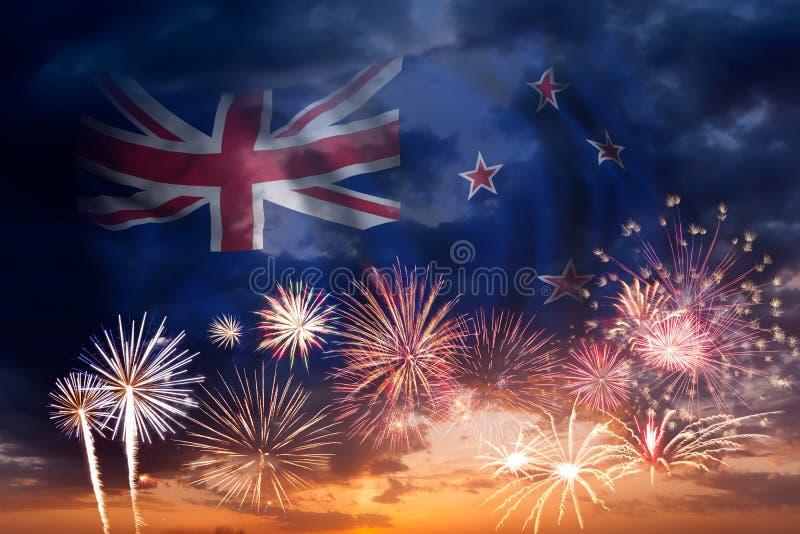 Feuerwerke und Flagge von Neuseeland lizenzfreie stockbilder