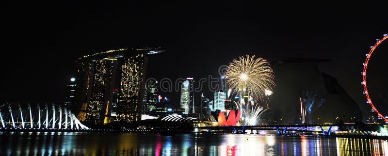 Feuerwerke, zum Singapurs von Geburtstag zu feiern stockfotos
