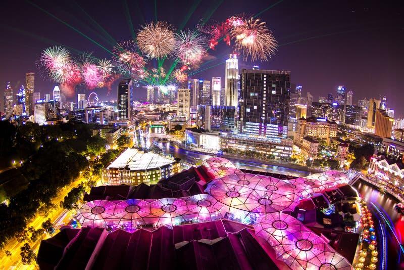 Feuerwerks-Anzeige mit Laserlichtshow stockbilder