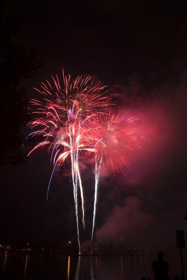 Feuerwerksfeier über dem Ohio stockbild