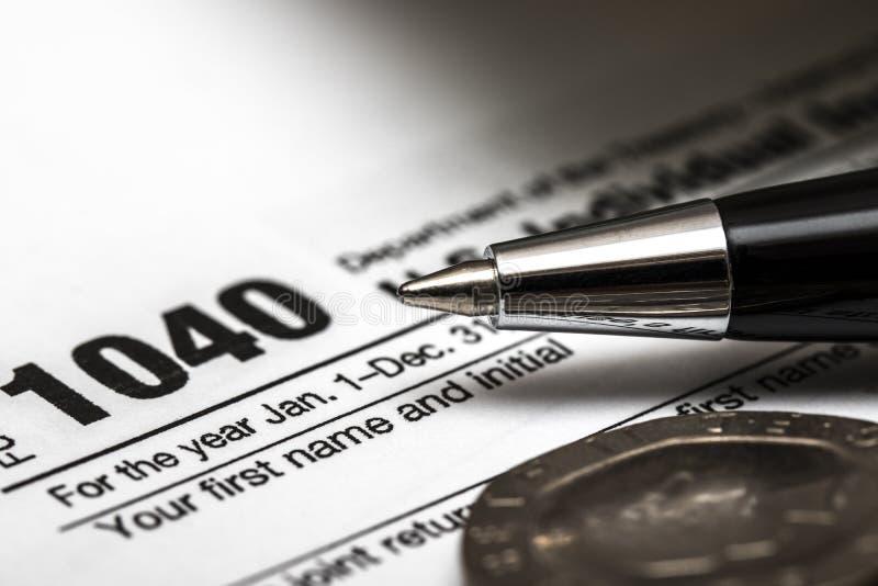 Feuille d'impôt des USA 1040 avec le stylo image libre de droits
