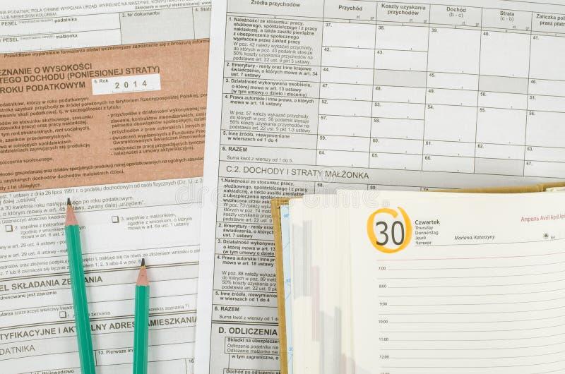 Feuille d'impôt polonaise avec les crayons et le calendrier photo stock