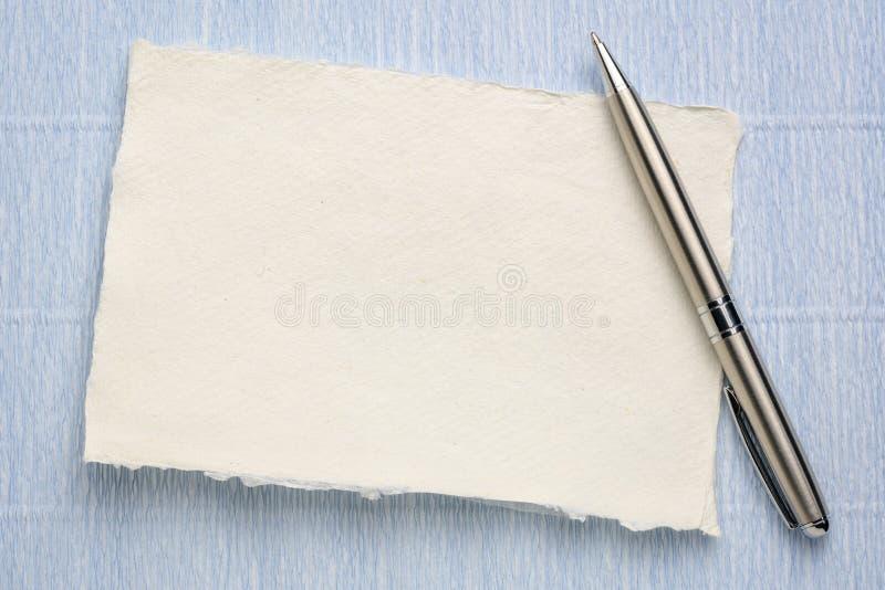 Feuille de papier de chiffon blanc de Khadi images libres de droits