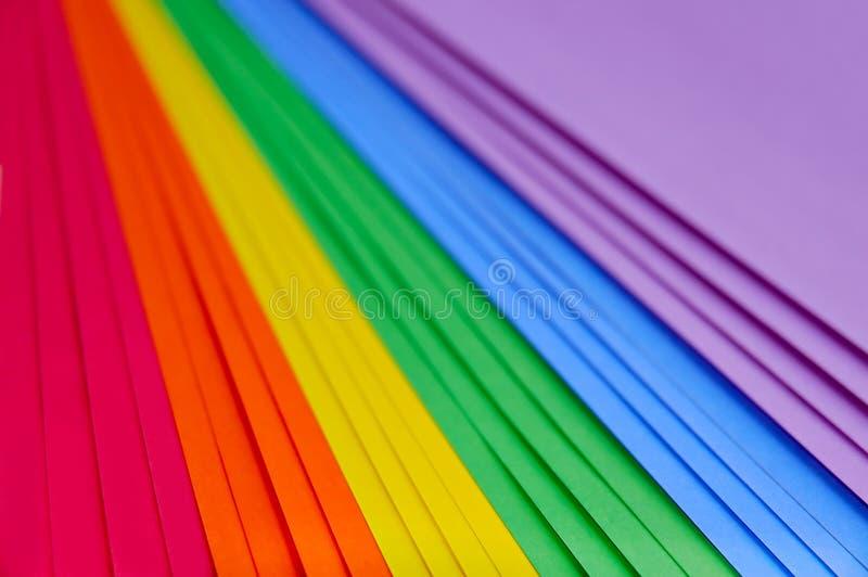 Feuilles de papier multicolores images libres de droits