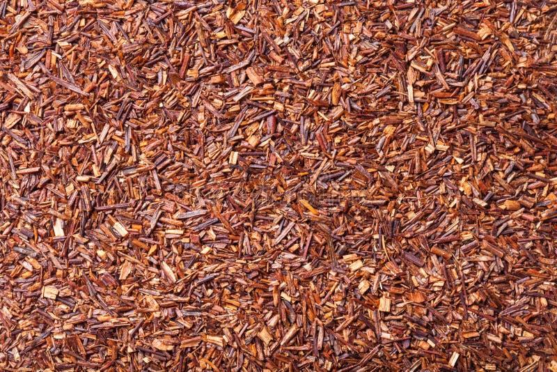 Feuilles de thé sèches de rooibos comme texture pour le fond image libre de droits