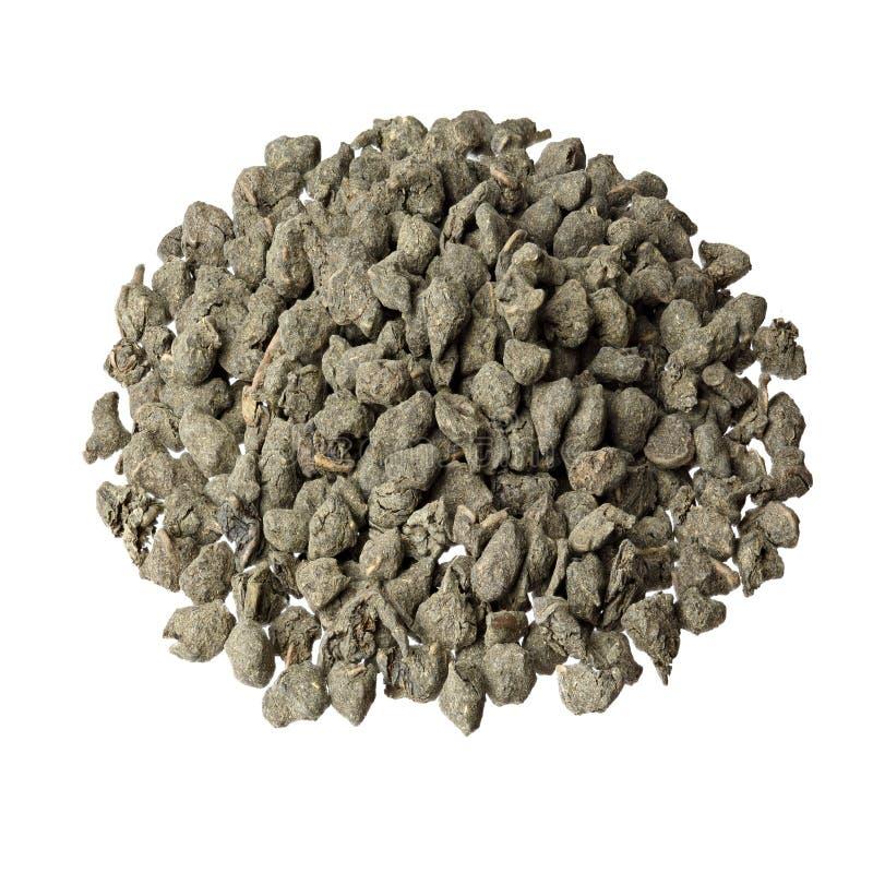 Feuilles de thé vertes aromatiques avec le ginseng sur le fond blanc photos stock