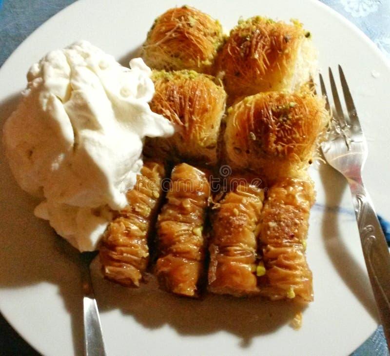 Feuilles grecques avec la vanille de crème glacée  image libre de droits
