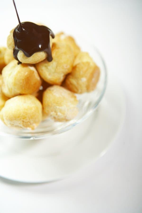 Feuilleté crème avec du chocolat photographie stock libre de droits
