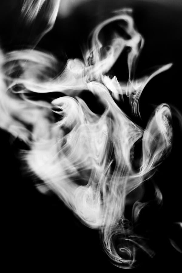 Feuilleté de fumée étrangement formé photos stock