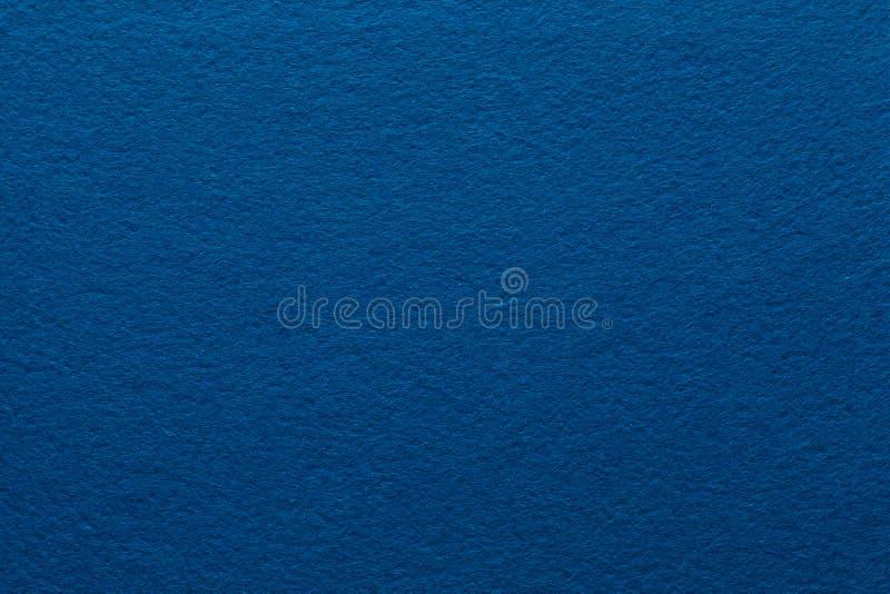 Feutre bleu-foncé donner à l'exposé une consistance rugueuse introductif abstrait photo libre de droits