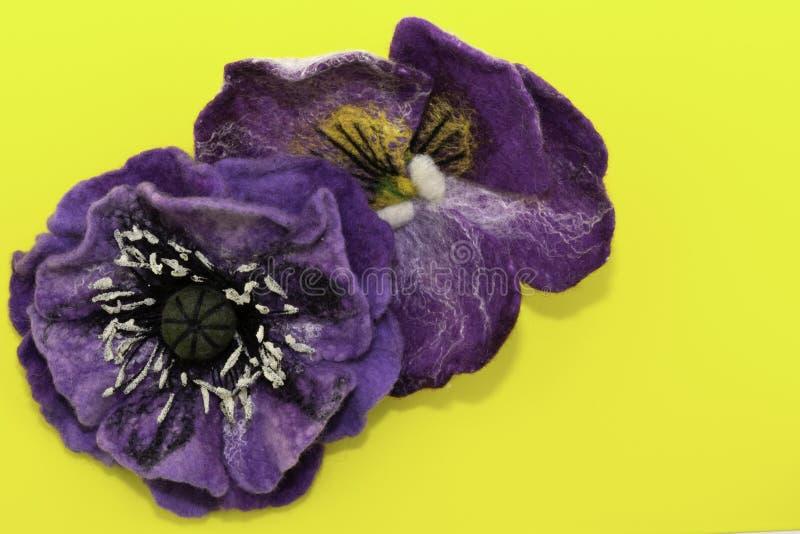 Feutre fait main, fleurs photos stock