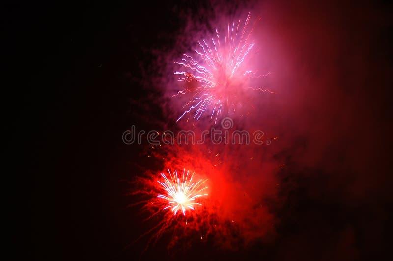 Download Feux d'artifice image stock. Image du lumière, nuit, incendie - 733883