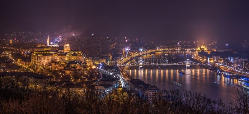 Feux d'artifice au-dessus de Budapest, Hongrie photo libre de droits