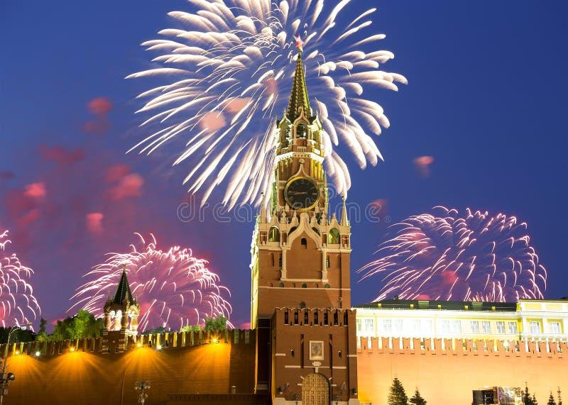 Feux d'artifice au-dessus de Moscou Kremlin, Russie photographie stock