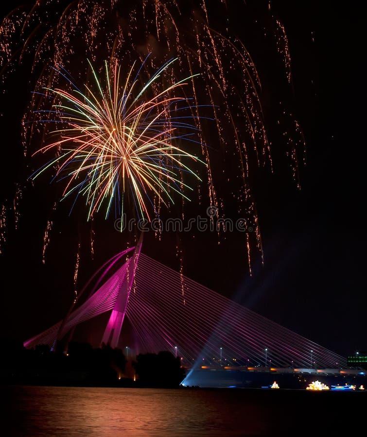 Feux d'artifice au festival 2011 de Putrajaya Floria photographie stock