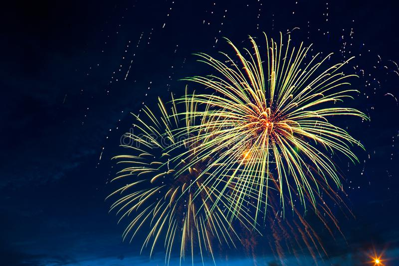 Feux d'artifice cinq - cinq feux d'artifice soufflent au 4ème de la célébration de juillet aux Etats-Unis photographie stock libre de droits