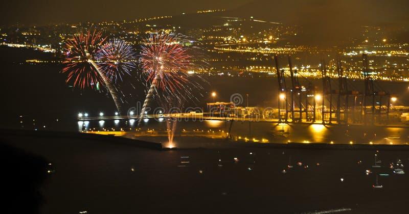 Feux d'artifice dans le port maritime de Malaga images libres de droits
