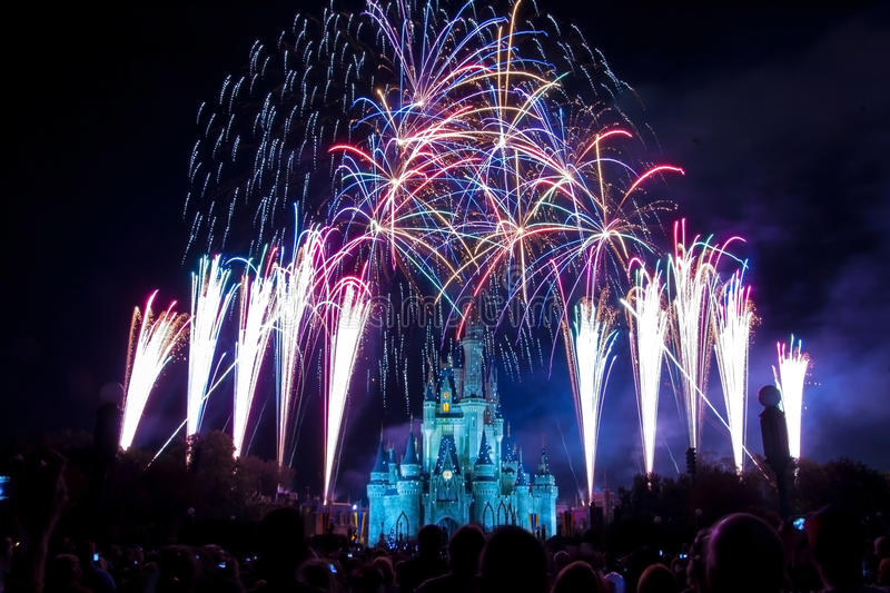Feux d'artifice de château du monde de Disney photo libre de droits