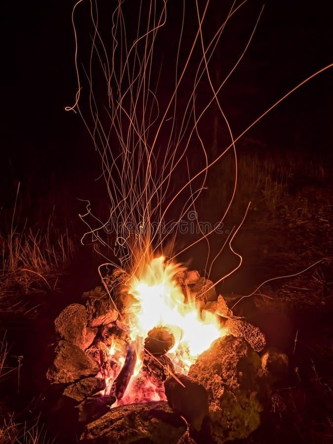 Feux d'artifice de feu de camp photos stock