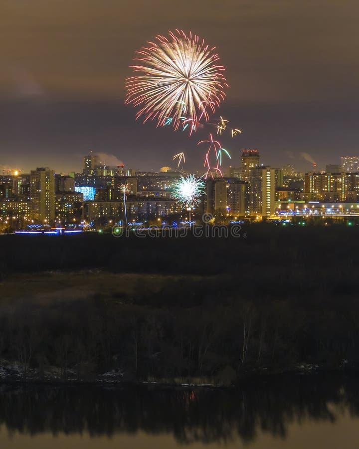 Feux d'artifice de nuit à Moscou photo stock