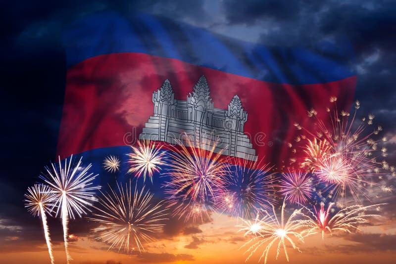 Feux d'artifice et drapeau du Cambodge image stock