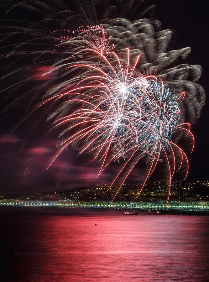 Feux d'artifice jour célébrations le 14 juillet à Nice photo libre de droits