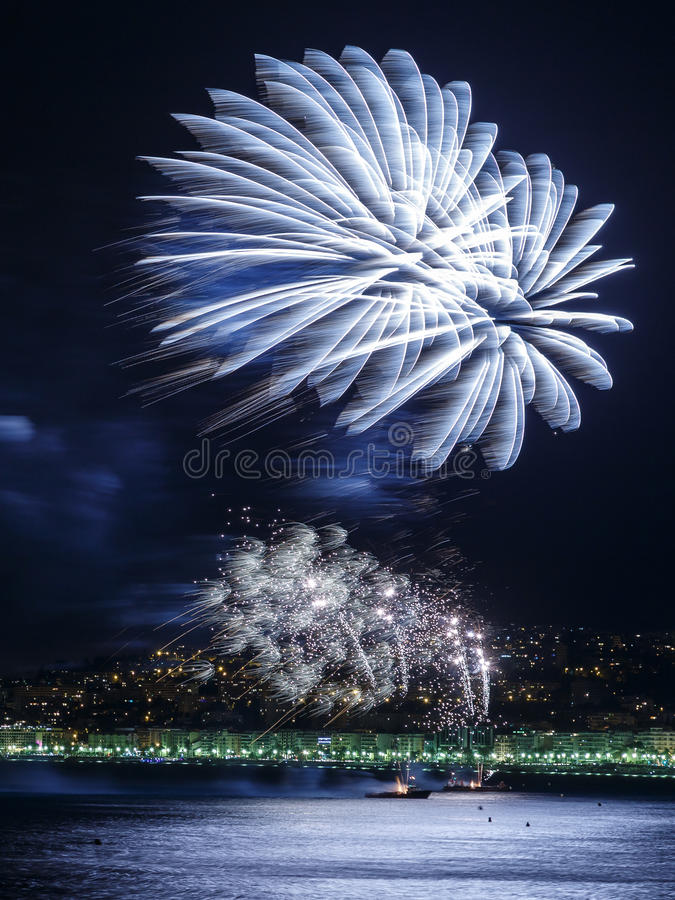 Feux d'artifice jour célébrations le 14 juillet à Nice images libres de droits