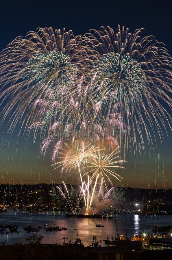 Feux d'artifice sur le quart de juillet à Seattle Washington image libre de droits