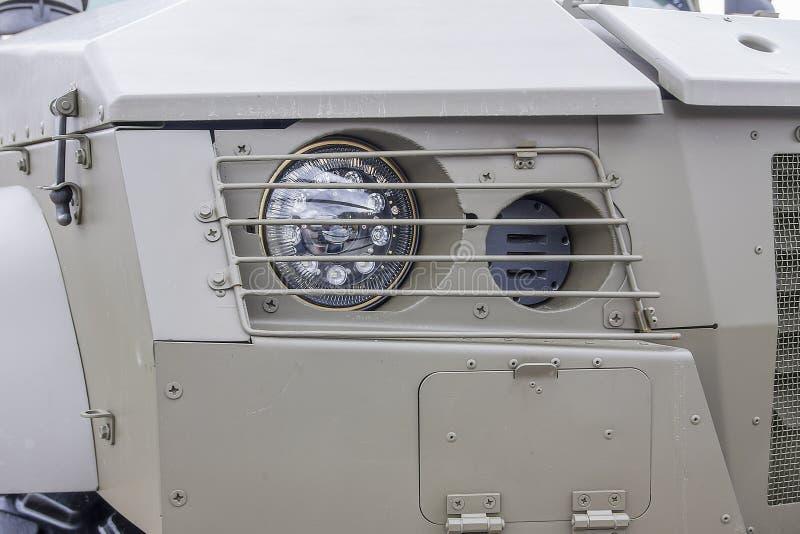 Feux lumineux LED d'un véhicule militaire moderne photographie stock libre de droits