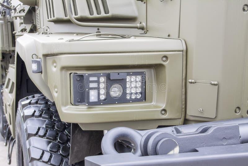 Feux lumineux LED d'un véhicule militaire moderne image libre de droits
