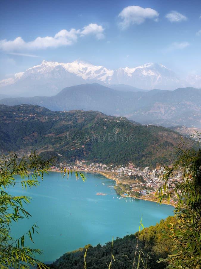 Fewa Pokhara Jeziorni himalaje Nepal obraz royalty free