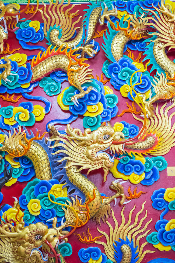 FGolden龙中国式木雕刻 库存照片