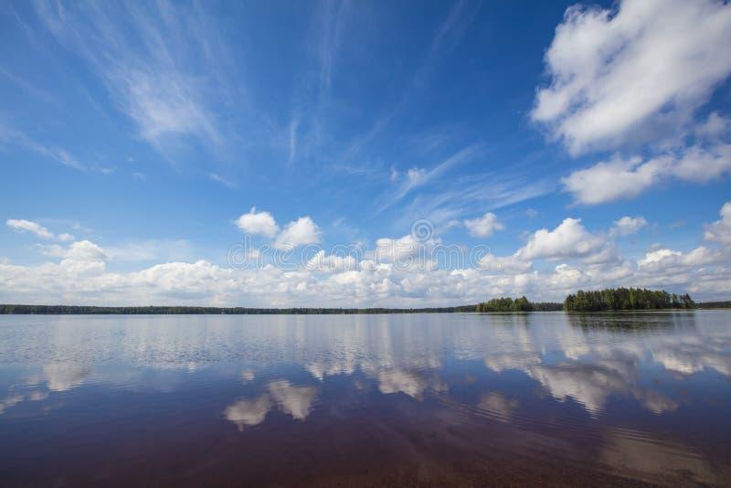 Fiński jezioro krajobraz w lecie zdjęcia royalty free