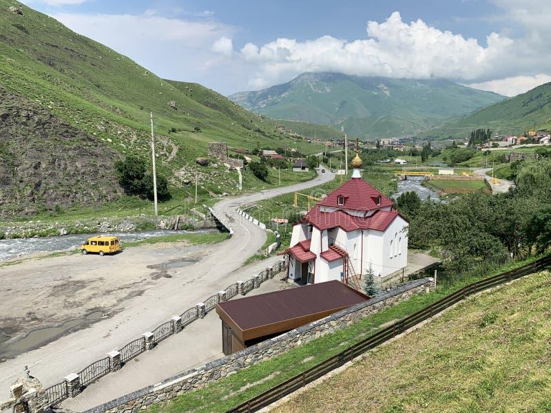 Fiagdon, Russland, Nord-Ossetien Khidikus Die Myrrhelager Mironositskaya-Kirche nahe Alan-dormition männlichem Kloster lizenzfreies stockfoto