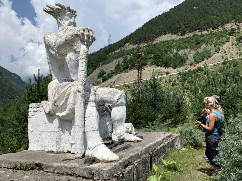 Fiagdon Ryssland, norr Ossetia Ossetian kristen ortodox tempel i den Fiagdon Alan dormitionkloster, domkyrka av iberianen royaltyfria foton