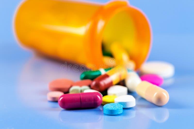 Fiala con le droghe mediche fotografia stock libera da diritti
