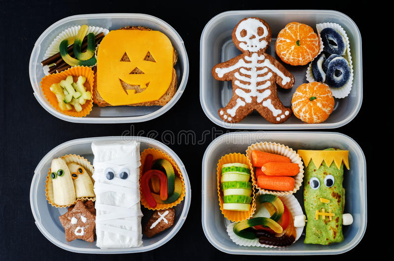 Fiambreras para los niños bajo la forma de monstruos para Halloween fotos de archivo