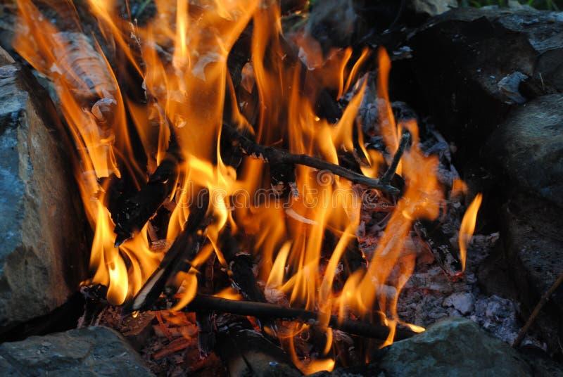 Fiamma arancio luminosa di fuoco immagini stock libere da diritti