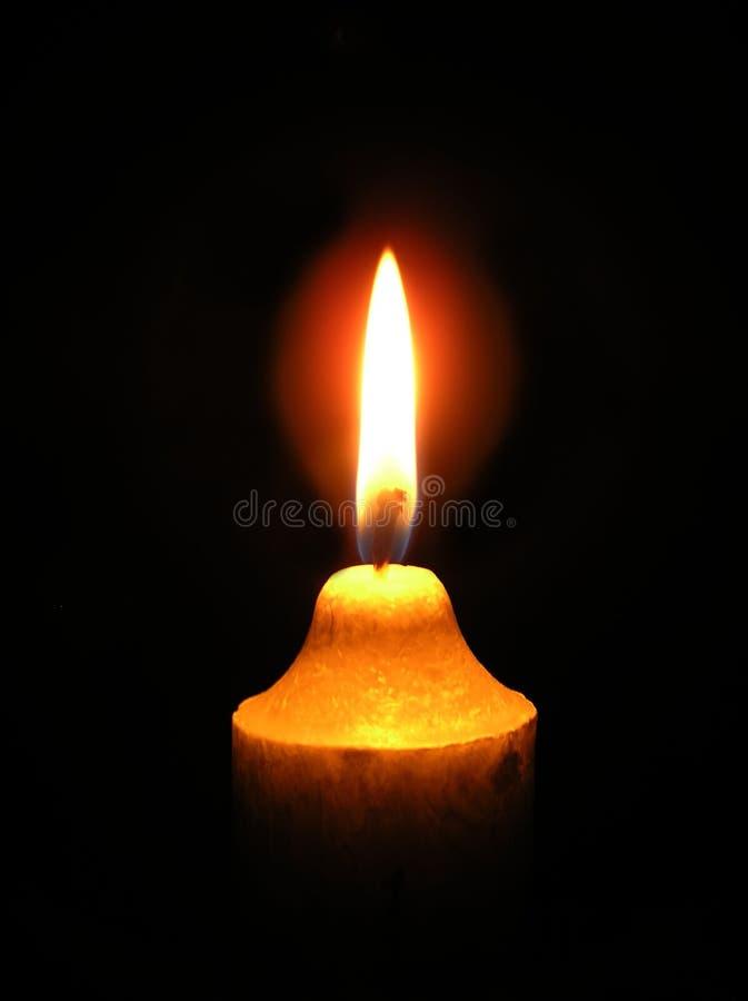 Fiamma dall'indicatore luminoso della candela immagini stock