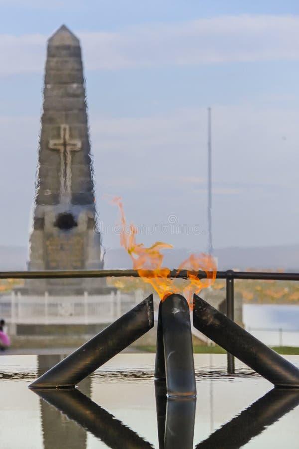 Fiamma del ricordo & stagno della riflessione a re Park, Perth fotografia stock libera da diritti