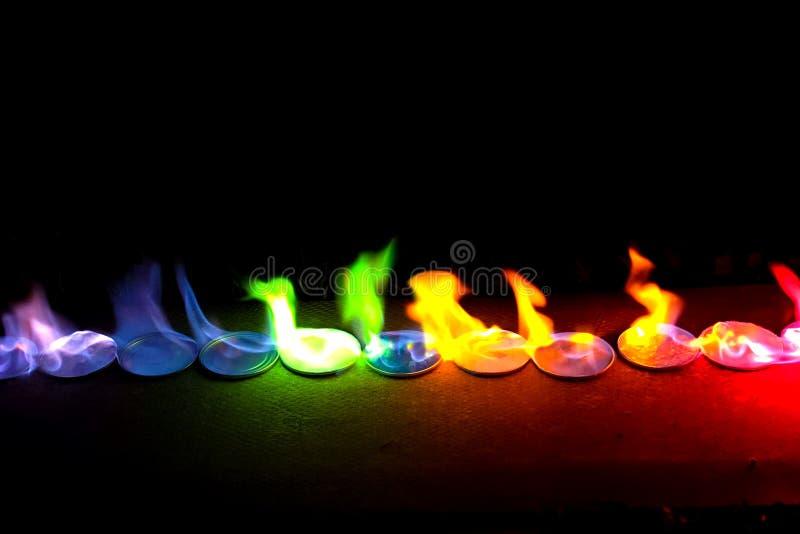 Fiamma di colore dai sali di metallo fotografia stock libera da diritti