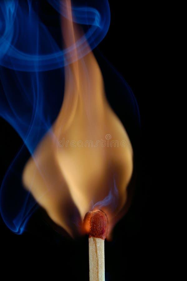 Fiamma e fumo immagine stock