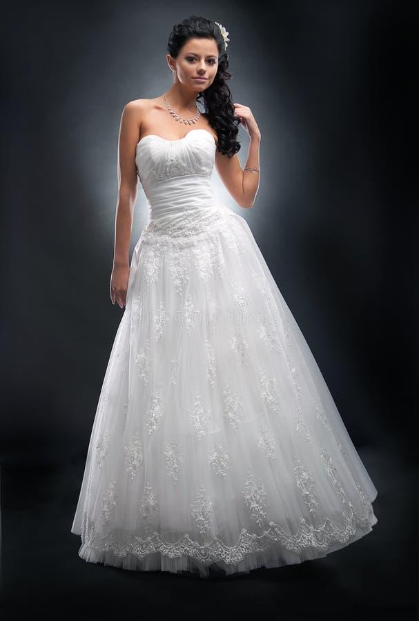 Fiancée dans la robe nuptiale blanche. images stock