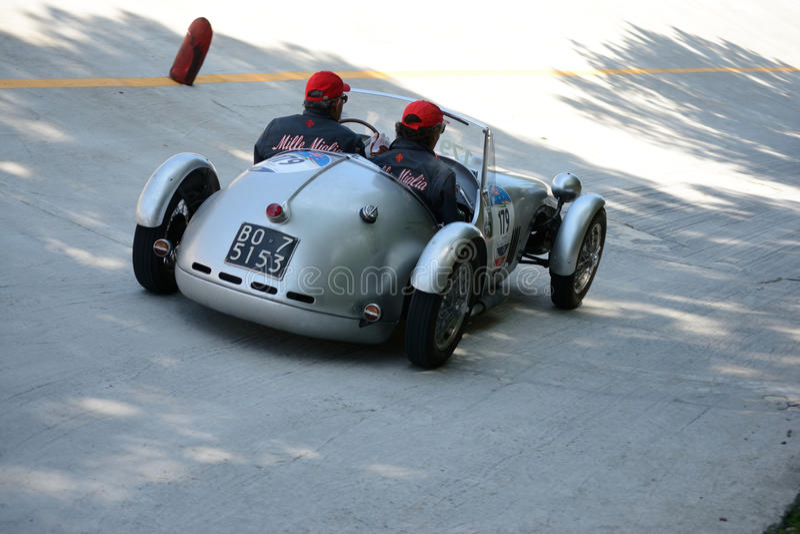Download Fiat 1949 Bernardini Siluro 1100 Chez Mille Miglia Image éditorial - Image du véhicules, moteurs: 76082625
