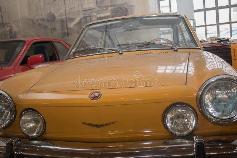 Fiat gammal tidmätare synlig i bilmuseum i Belgrade royaltyfri bild