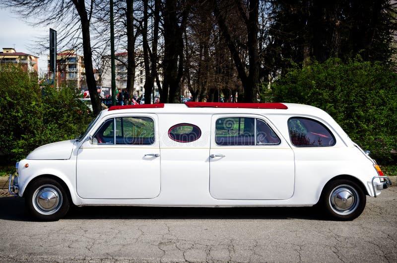 Fiat 500 limuzyna w klasycznym samochodu wiecu fotografia stock