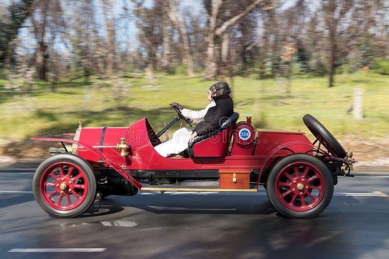 Fiat Tipo 1911 1 Spinne, die auf Landstraße fährt lizenzfreie stockfotos