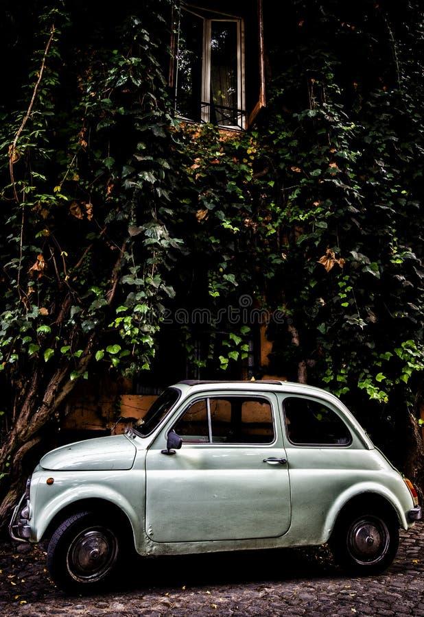 Fiat 500 in Trastevere stock fotografie