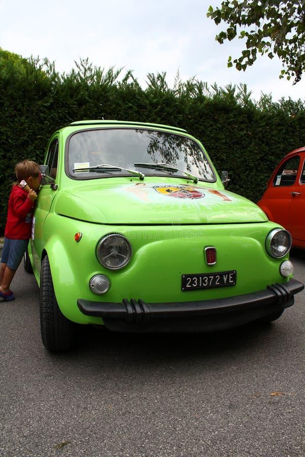 Fiat verde 500 immagini stock