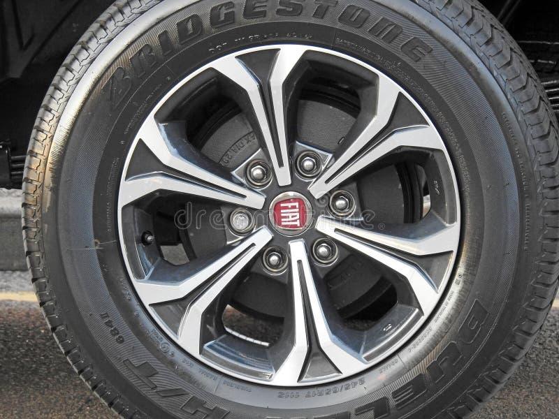Fiats-Reservenreifenleichtmetallrad lizenzfreies stockfoto